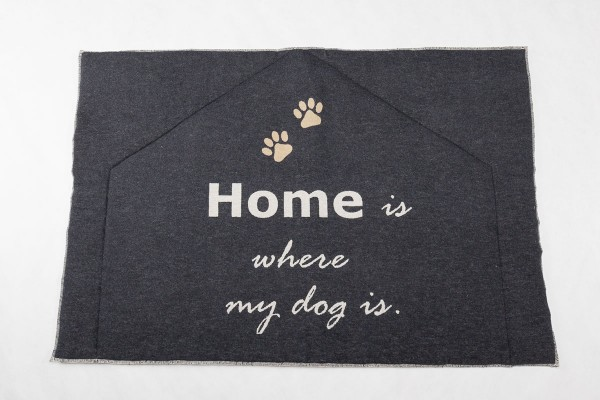 Hundedecke gefüttert, 'Home is where my dog is'